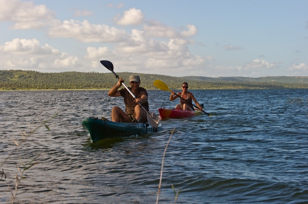kayaking-on-the-lake-nature-activities-Mozambique